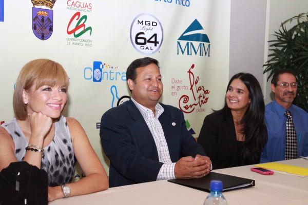 Desde izquierda la reportera Laiza Torres quien apoyo el evento desde el inicio, el alcalde de Caguas Luis Miranda Torres y Maranyeli Moscoso.